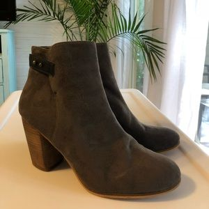 NWT size 11 grey suede heeled booties